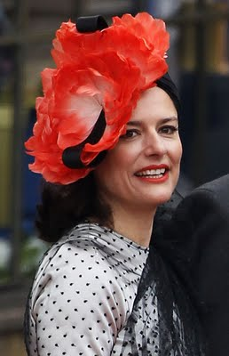 Miriam Clegg fascinator i smell a hat